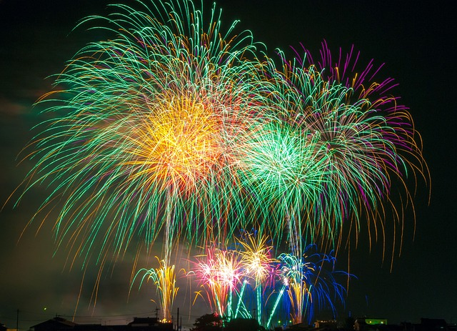 fireworks-180553_640.jpg