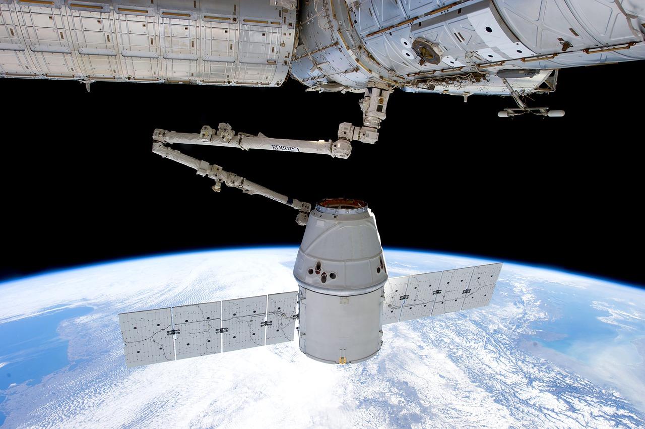 satellite-693224_1280